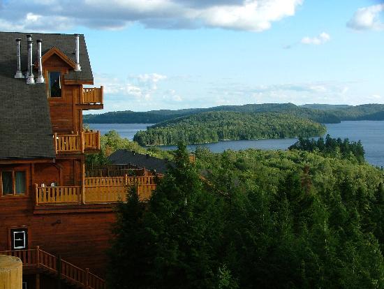 Saint-Alexis-des-Monts, Canadá: Hotel restaurant terrace