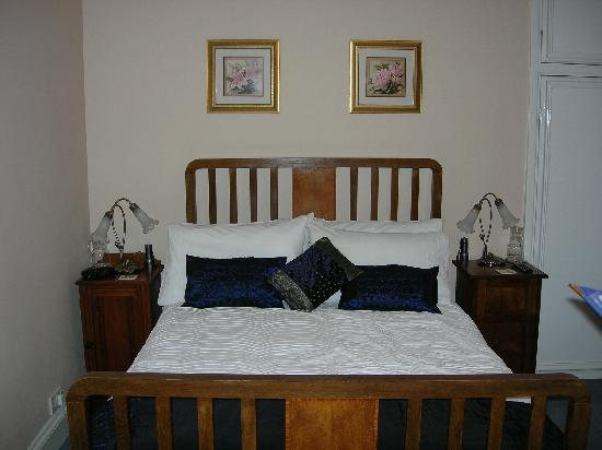 Tyn-y-wern Farmhouse : Double room with en-suite