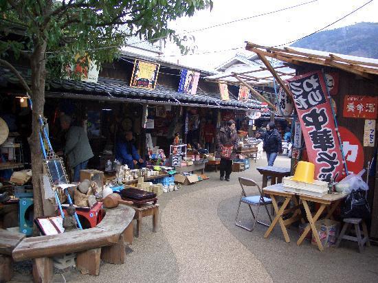 Ozu, ญี่ปุ่น: ポコペン横丁