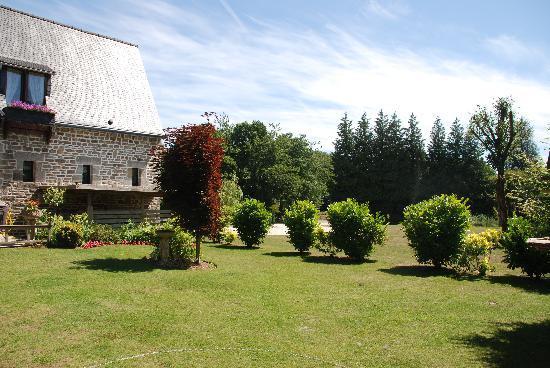 Montloue: relaxing garden