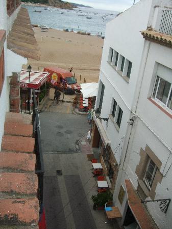 Hotel Maria Rosa: View onto beach