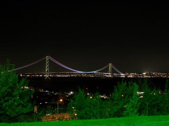 Awaji, Japan: 下り側SAからの明石大橋