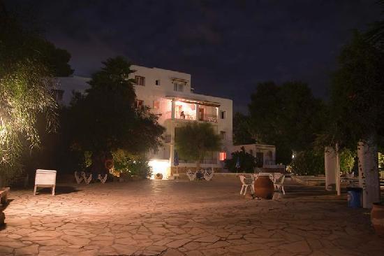 Benet Los Pinares: New block by night