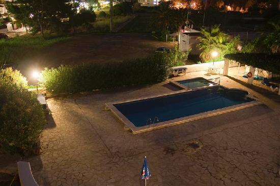 Benet Los Pinares: New block pool by night