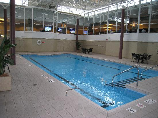 Nice pool area cardio room at far end picture of for Nice hotels in chicago