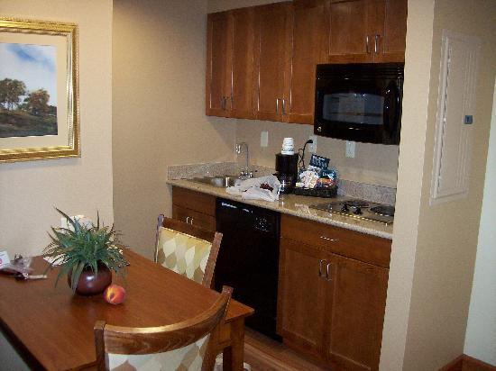 Homewood Suites Rochester - Victor: Kitchen