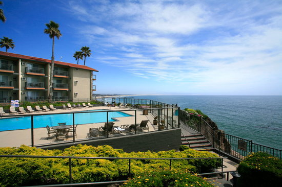 Shore Cliff Hotel: Set atop the cliffs in Pismo Beach, enjoy this beautiful oceanfront hotel