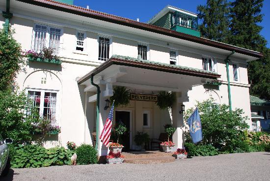Belvedere Inn & Restaurant: Belvedere front entrance