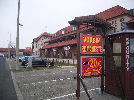 Rozsa Csarda - Hotel Huber: Parking lot