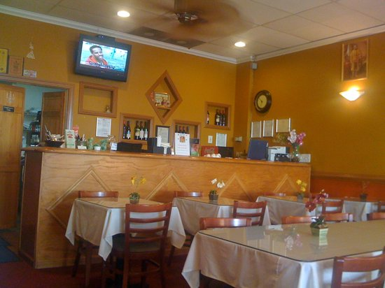 Pattaya Thai Restaurant: Inside the restaurant