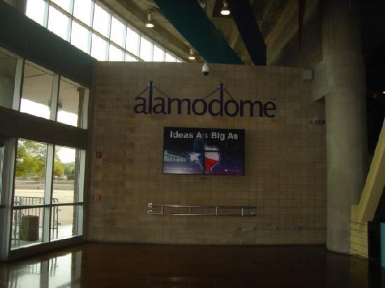 Six Flags Fiesta Texas: Alamo Dome