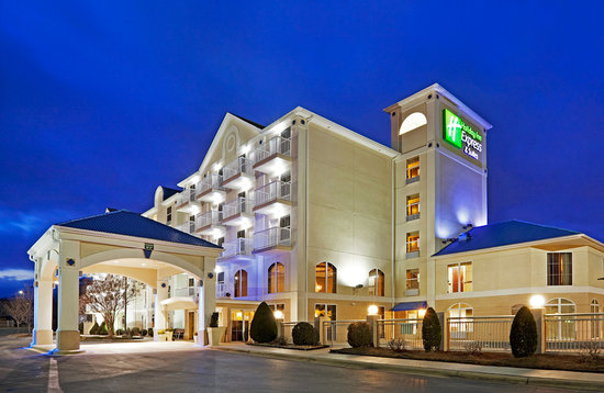Holiday Inn Express Asheville - Biltmore Square Mall: Exterior image of hotel