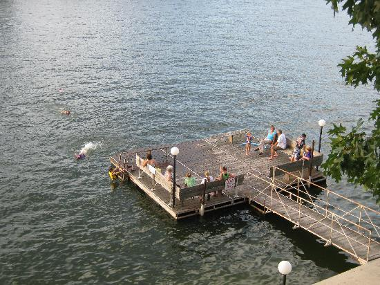 Country Inn Lake Resort: The swim dock