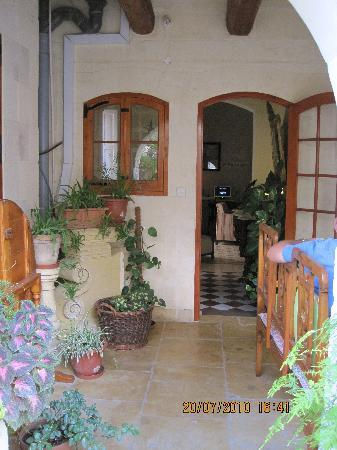 Maria Giovanna Guest House: The front entrance