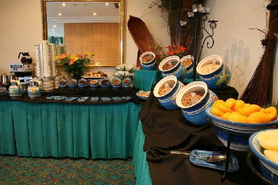 Comfort Inn Blue Lagoon: Continental Buffet Breakfast
