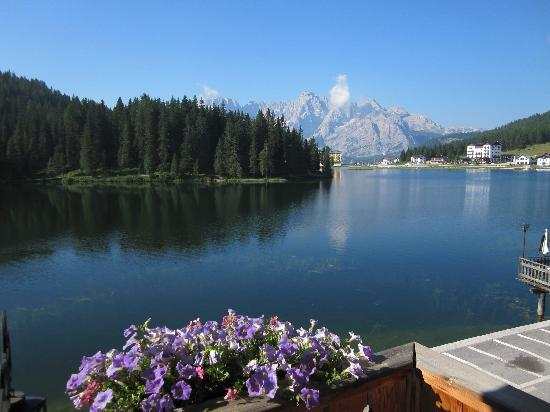 Misurina, Italië: The view from our balcony on the first morning.