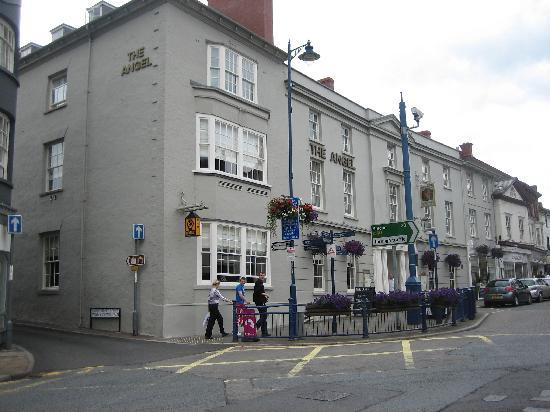 Abergavenny, UK: front of the hotel