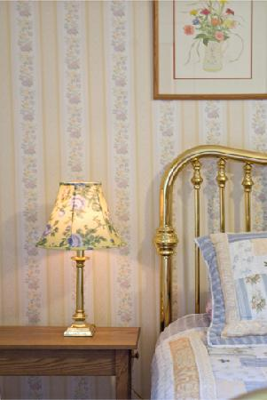 Schroon Lake Bed and Breakfast: Yellow Iris