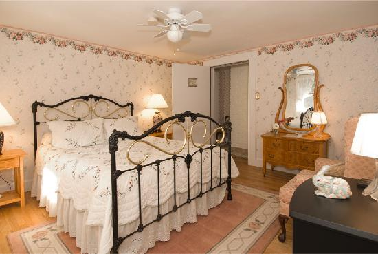 Schroon Lake Bed and Breakfast: Leland
