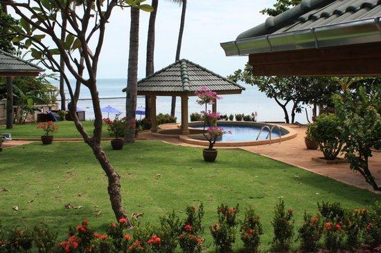 Idyllic Samui Oceanfront Resort & Villas: beach front villa
