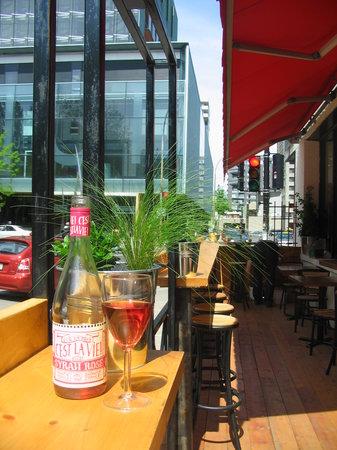 La Bulle au carre: la terrasse / the patio