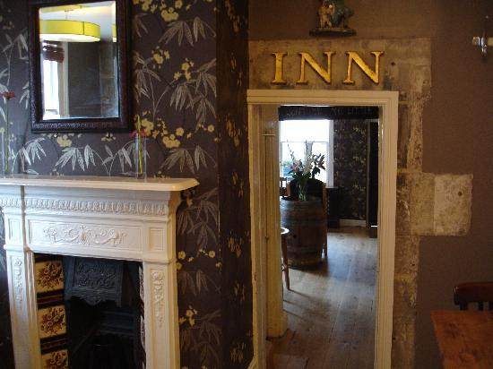 The Griffin Inn: Griffin Inn - looking towards bar - 1