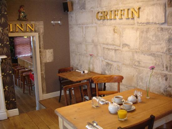 The Griffin Inn: Griffin Inn - looking towards bar - 2