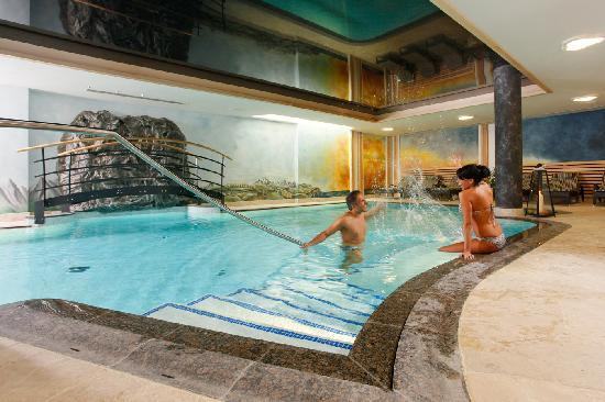 Alp & Wellness Hotel Mota : La ns. piscina