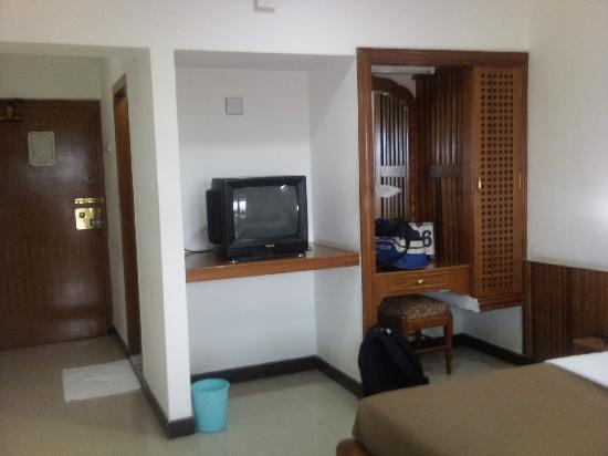 Sree Annapoorna Lodging: tv and dressing table