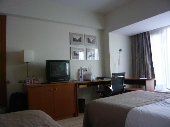 Crowne Plaza Moscow World Trade Centre: Algunas cosas de la habitación como la televisión son anticuadas para un hotel de 5 estrellas