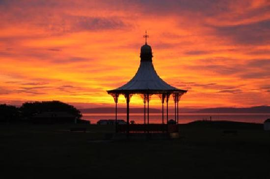 Наирн, UK: Nairn Bandstand at Sunset