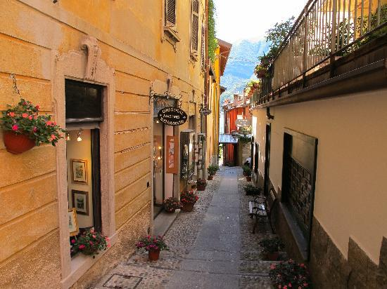 Hotel La Perla: One of the alleys in Bellagio
