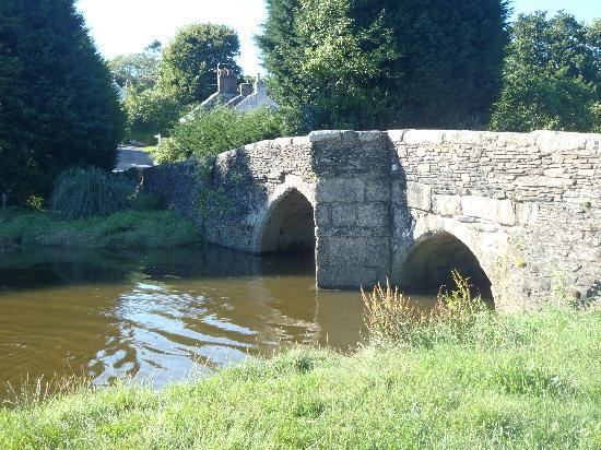 The Old Forge: bridge in Lerryn
