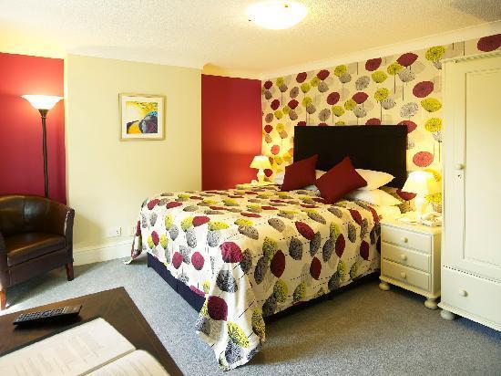 Charlton Kings Hotel: Large Double Bedroom