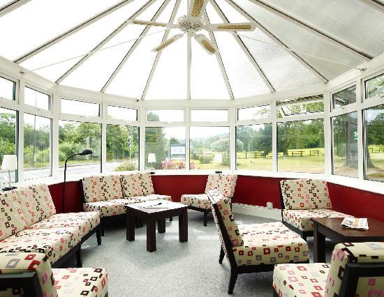 Charlton Kings Hotel: conservatory lounge