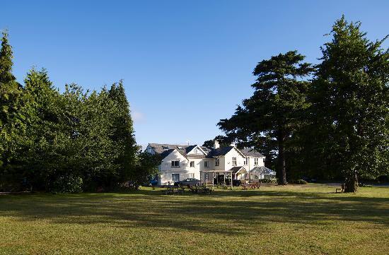 Charlton Kings Hotel: Hotel from garden