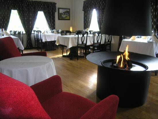 Welcome Inn Hotel Lyngskroa: Open fire in the restaurant
