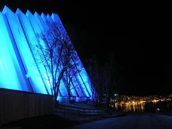 Norte de Noruega, Noruega: The Arctic Cathedral in Tromsø