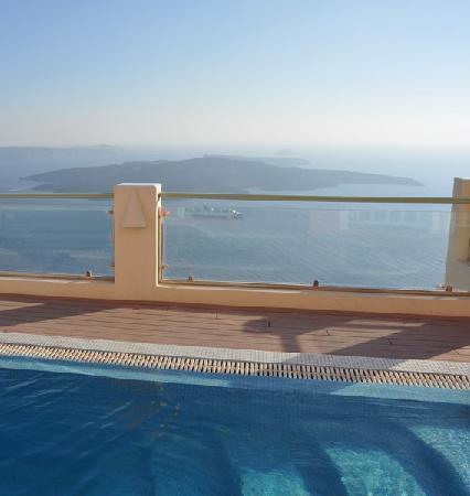 Ira Hotel & Spa: vista dalla piscina dell'hotel