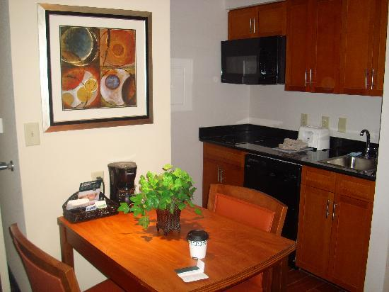 Homewood Suites by Hilton Virginia Beach/Norfolk Airport: kitchenette