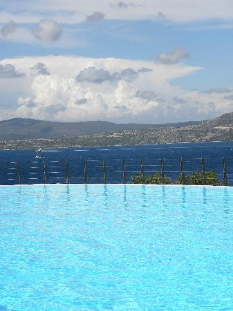 Nikiana, Grecia: The pool is spectacular.