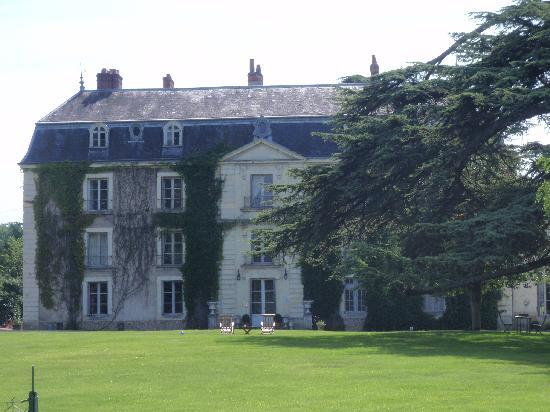 Chateau du Vau: view from the front driveway