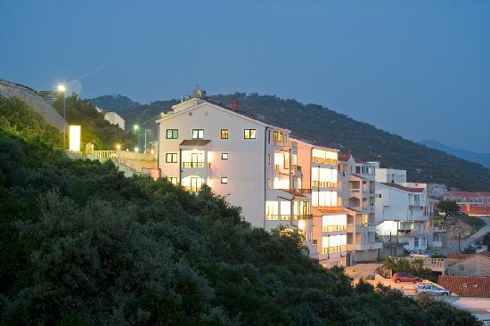 Hotel Adria : Night