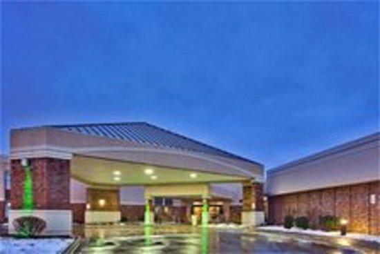 Lexington Hotel Rochester Airport: Exterior