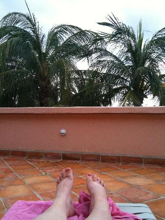 Casamar Suites Hotel : Enjoying the private balcony