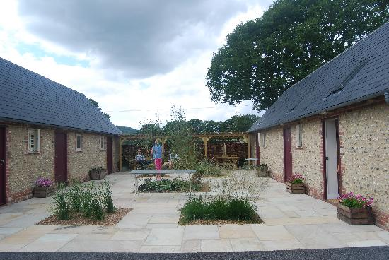 Willow Barns : The courtyard and doors to individual rooms