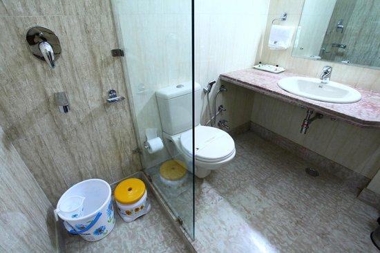 إس أند بي إيست إن: bath room