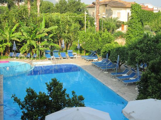 Great swimming pool foto di hotel alpha sant 39 agnello for Good swimming pools
