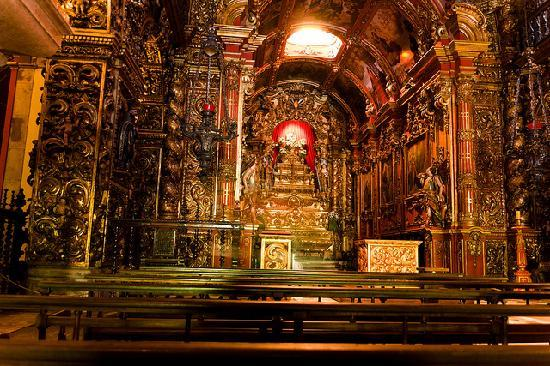 Sao Bento Monastery: Mosteiro do São Bento -- in low light, most of the wood appears black at first glance.