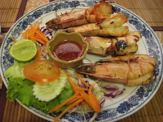 Novotel Phuket Kata Avista Resort and Spa: BBQ King Prawns at Karon Beach